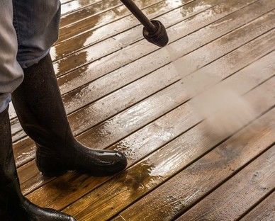 Decking cleaning Hampshire Surrey and Berkshire